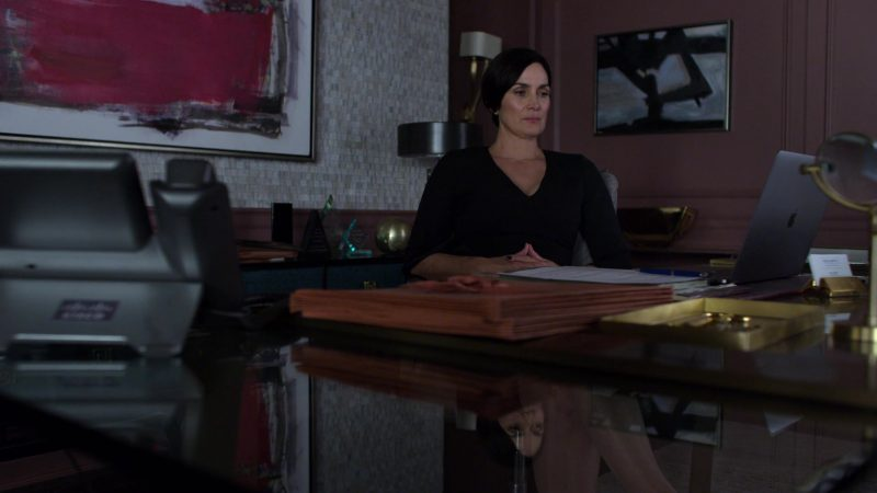 "Apple MacBook Laptop Used by Carrie-Anne Moss in Jessica Jones - Season 3, Episode 10, ""A.K.A Hero Pants"" (2019) - TV Show Product Placement"