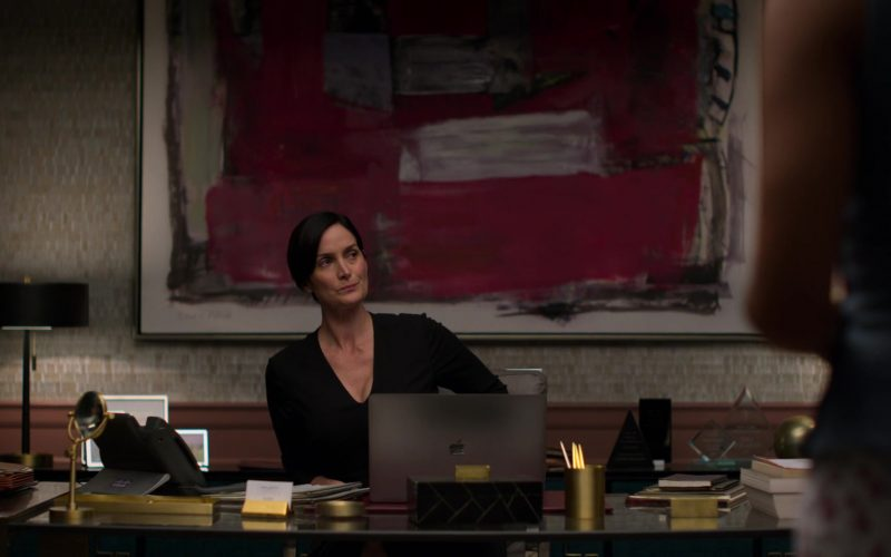 Apple MacBook Laptop Used by Carrie-Anne Moss in Jessica Jones – Season 3, Episode 8 (1)