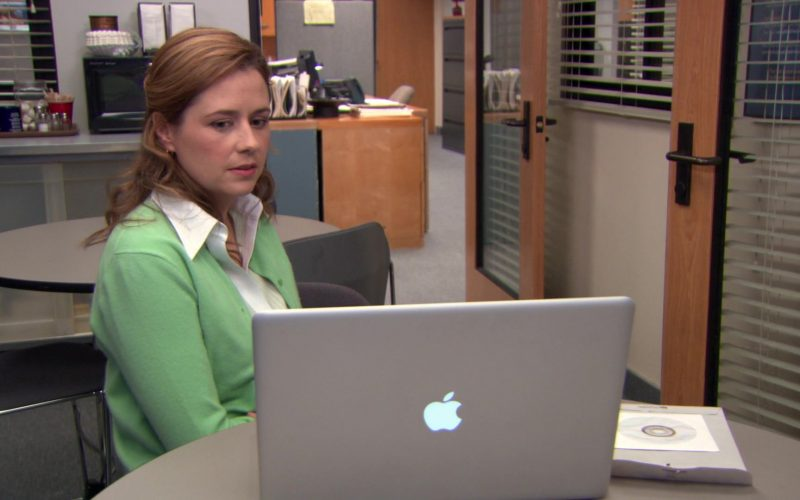 Apple MacBook Laptop Used by Jenna Fischer (Pam Beesly) in The Office (1)