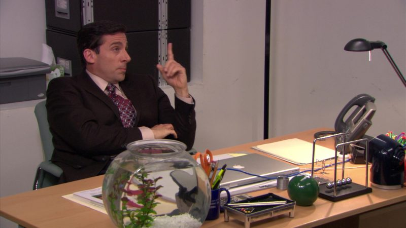 "Apple MacBook Laptop Used by Steve Carell (Michael Scott) in The Office – Season 5, Episode 25, ""Broke"" (2009) - TV Show Product Placement"