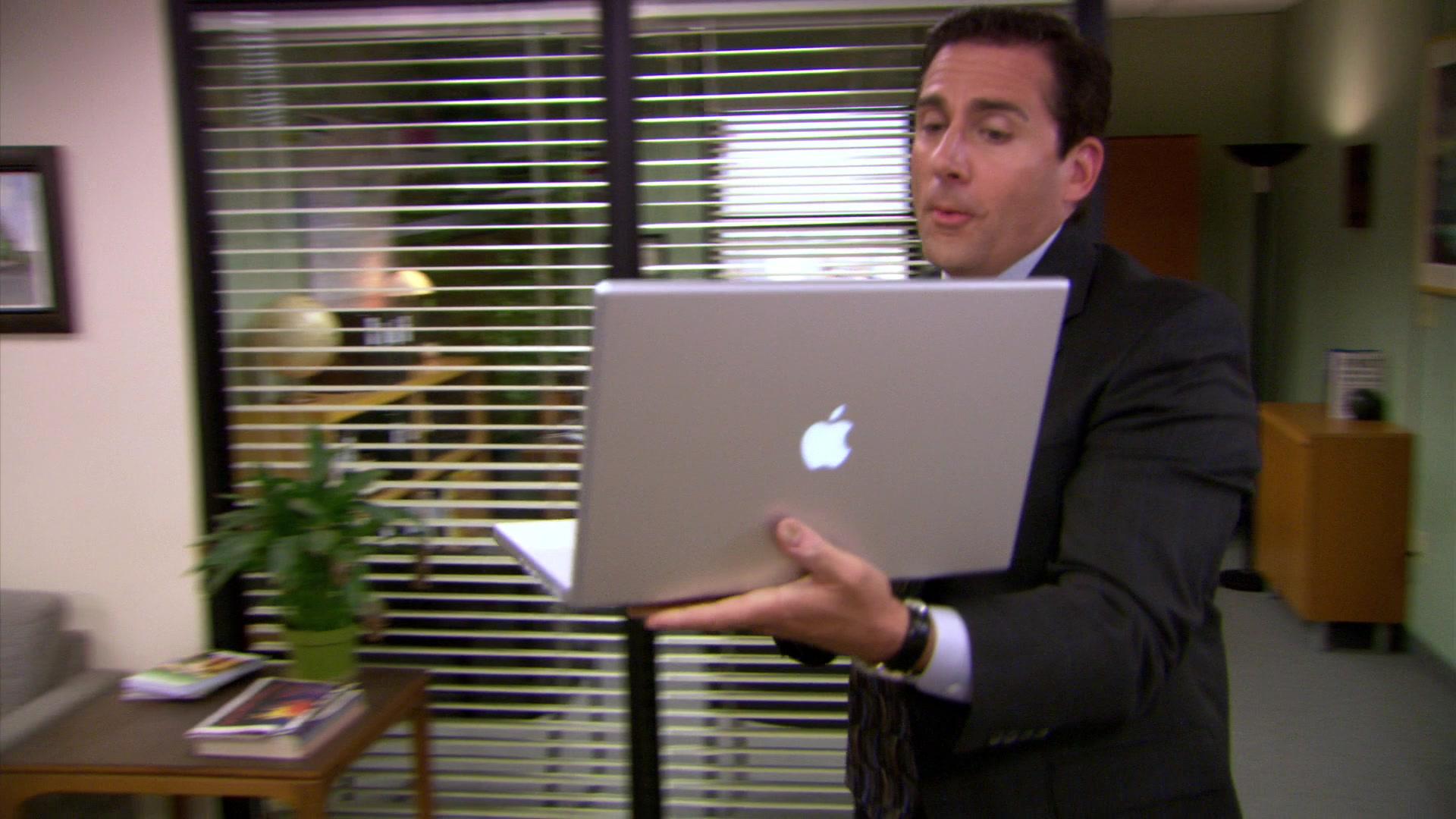"""Mac. Refurb.De nombreux MacBook Pro sur le Refurb, où il faut débourser au minimum 1169 €  pour s'équiper d'un MacBook Pro 13"""" dualCore i5 à 2,9 GHz de 2017 et 2239 €  pour un MacBook Pro 15"""" hexa i7 à 2,2 GHz 2018."""