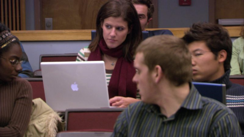 "Apple MacBook Laptop in The Office – Season 3, Episode 17, ""Business School"" (2007) - TV Show Product Placement"