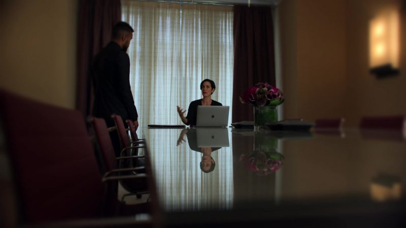 """Apple MacBook Pro Laptop Used by Carrie-Anne Moss in Jessica Jones - Season 3, Episode 1, """"A.K.A The Perfect Burger"""" (2019) - TV Show Product Placement"""