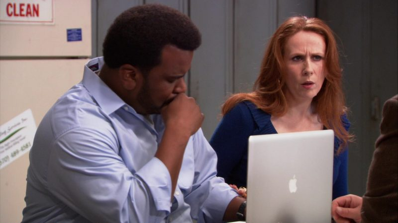 "Apple MacBook Pro Laptop Used by Craig Robinson (Darryl Philbin) in The Office – Season 9, Episode 10, ""Lice"" (2013) - TV Show Product Placement"