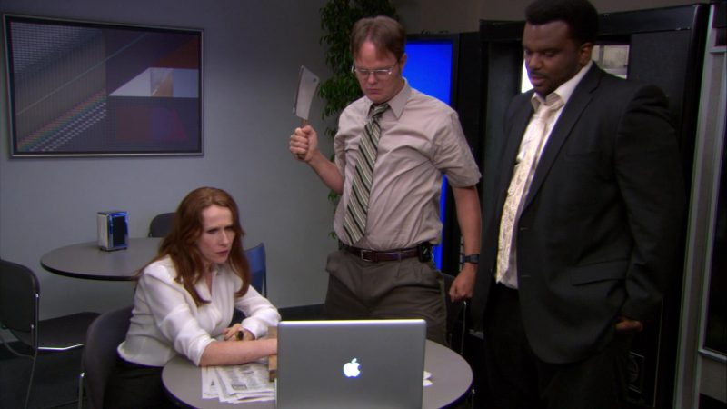 "Apple MacBook Pro Laptop Used by Craig Robinson (Darryl Philbin) in The Office – Season 9, Episode 2, ""Roy's Wedding"" (2012) - TV Show Product Placement"