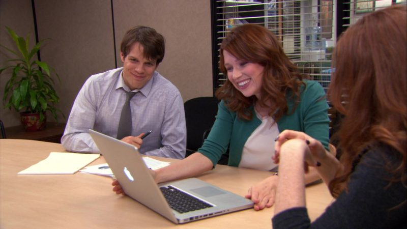 "Apple MacBook Pro Laptop Used by Ellie Kemper (Erin Hannon) in The Office – Season 9, Episode 12, ""Customer Loyalty"" (2013) - TV Show Product Placement"