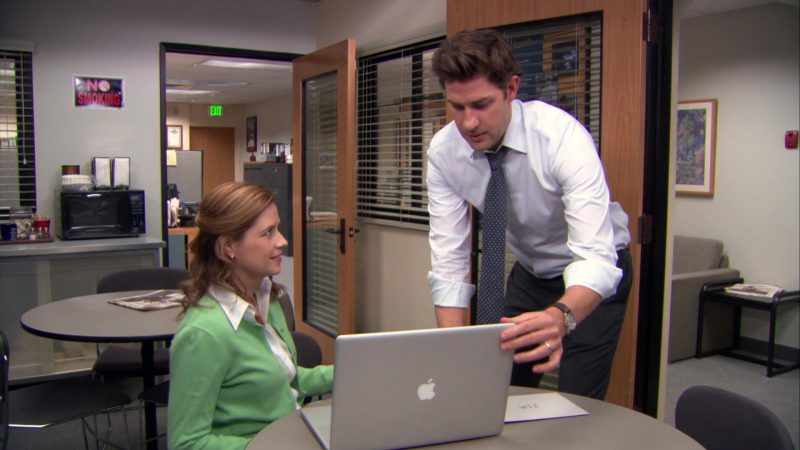"Apple MacBook Pro Laptop Used by John Krasinski (Jim Halpert) & Jenna Fischer (Pam Beesly) in The Office – Season 9, Episodes 22-23, ""A.A.R.M."" (2013) - TV Show Product Placement"