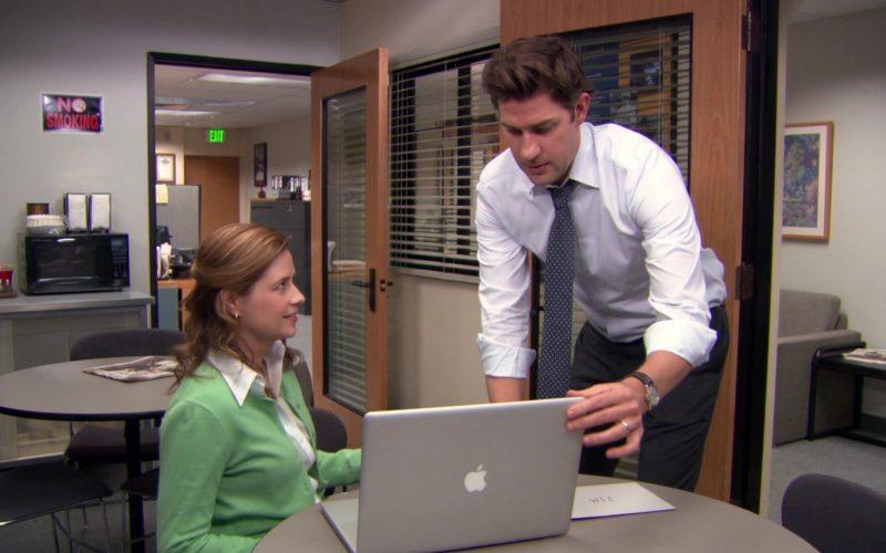 Apple MacBook Pro Laptop Used by John Krasinski (Jim Halpert) & Jenna Fischer (Pam Beesly) in The Office (1)