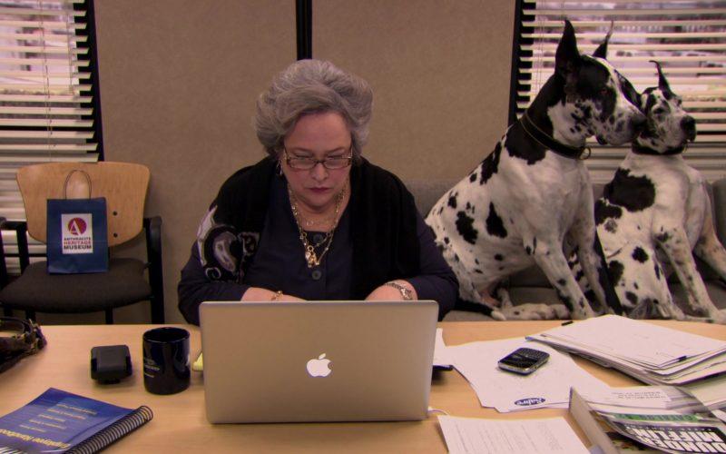 Apple MacBook Pro Laptop Used by Kathy Bates (Jo Bennett) in The Office (4)