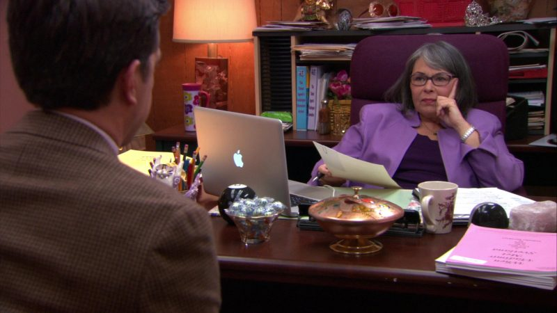 """Apple MacBook Pro Laptop in The Office – Season 9, Episode 19, """"Stairmageddon"""" (2013) - TV Show Product Placement"""