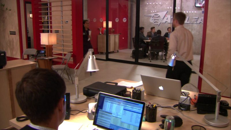 "Apple MacBook Pro Laptops in The Office – Season 9, Episode 11, ""Suit Warehouse"" (2013) - TV Show Product Placement"