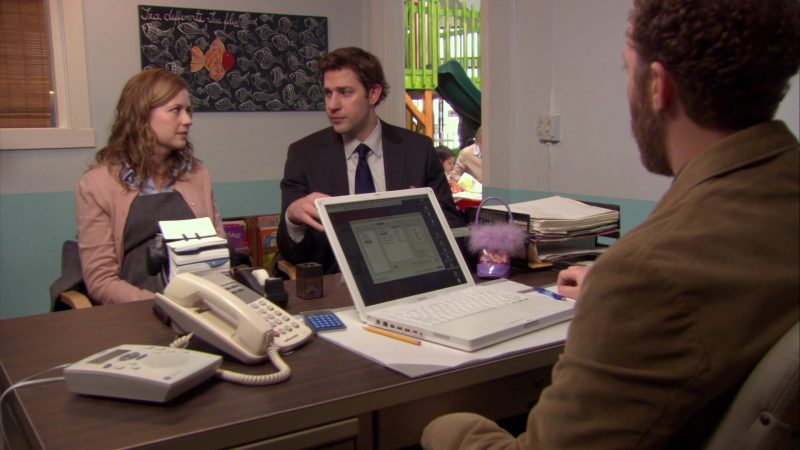 """Apple MacBook White Laptop Used by Joey Slotnick in The Office – Season 6, Episode 15, """"Sabre"""" (2010) - TV Show Product Placement"""