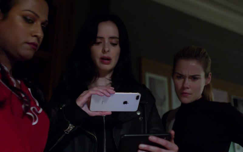 Apple iPhone Smartphone Held by Krysten Ritter in Jessica Jones – Season 3, Episode 8 (4)