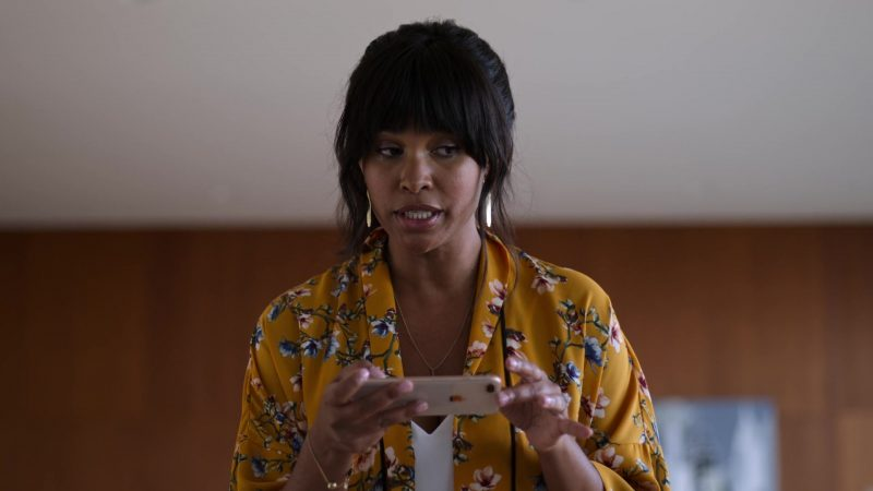 """Apple iPhone Smartphone Used by Joy Bryant in Trinkets - Season 1, Episode 2, """"Paper Tiger"""" (2019) TV Show"""