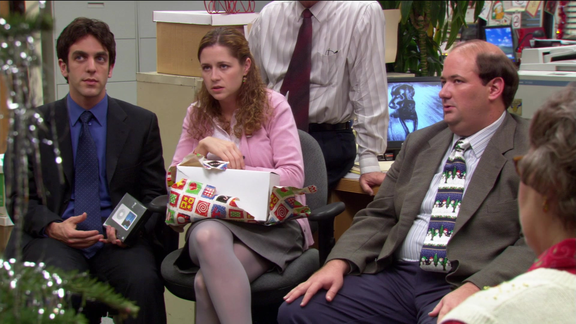 Apple iPod Portable Media Player in The Office – Season 2, Episode