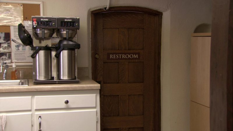 "BUNN Coffee Machine in The Office – Season 7, Episode 7, ""Christening"" (2010) - TV Show Product Placement"