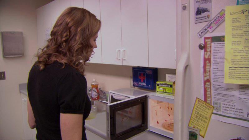 "Bigelow Green Tea in The Office – Season 5, Episode 9, ""Frame Toby"" (2008) TV Show"