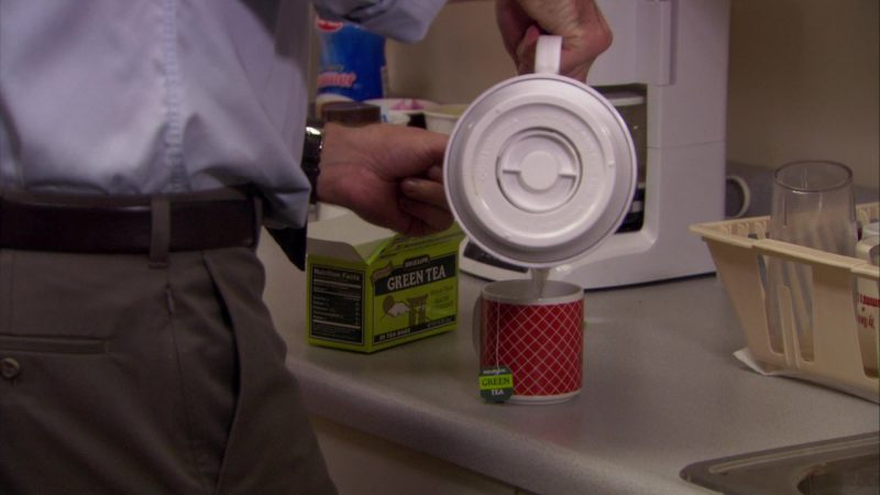 """Bigelow Green Tea in The Office – Season 5, Episode 8, """"Business Trip"""" (2008) - TV Show Product Placement"""