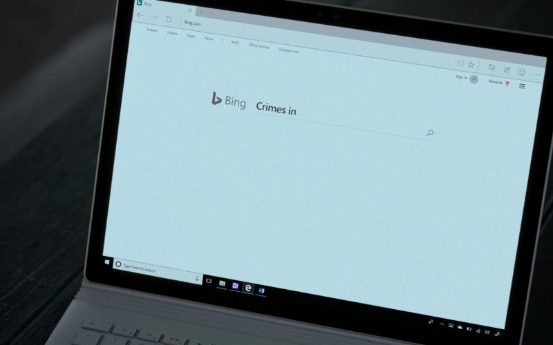 Bing WEB Search Engine Used by Rachael Taylor in Jessica Jones (1)