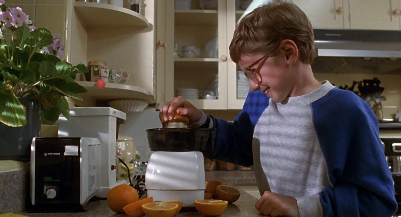 Black+Decker Toaster in Beethoven (1992) Movie Product Placement