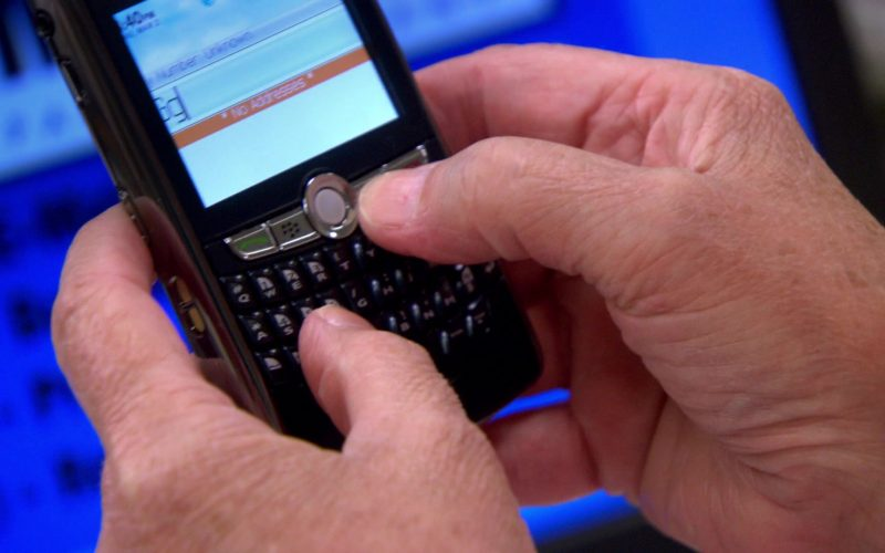 Blackberry Mobile Phone Used by Phyllis Smith (Phyllis Vance) in The Office – Season 4 (1)