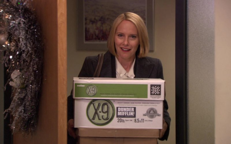 Boise Paper X-9 Box Held by Amy Ryan (Holly Flax) in The Office – Season 7, Episodes 11-12 (1)