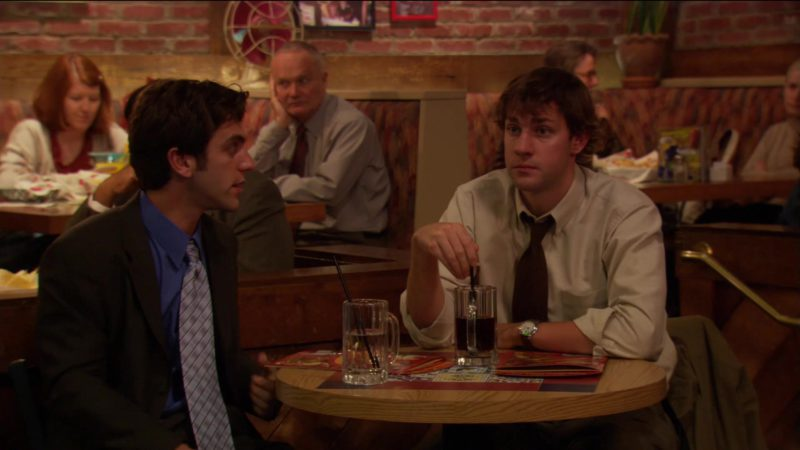 """Chili's Bar &  Grill Restaurant  in The Office – Season 2, Episode 1, """"The Dundies"""" (2005) - TV Show Product Placement"""
