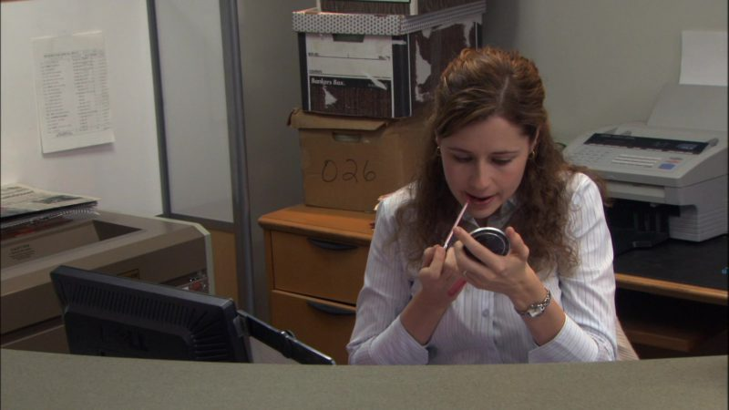 "Dell Computer Monitor Used by Jenna Fischer (Pam Beesly) in The Office – Season 1, Episode 6, ""Hot Girl"" (2005) - TV Show Product Placement"