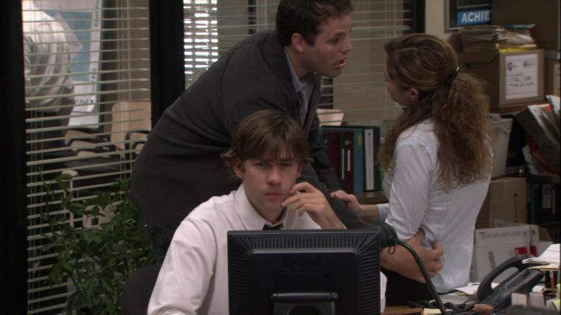 "Dell Computer Monitor Used by John Krasinski (Jim Halpert) in The Office – Season 1, Episode 6, ""Hot Girl"" (2005) - TV Show Product Placement"