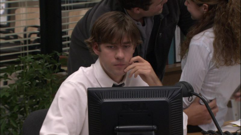 "Dell Computer Monitor Used by John Krasinski (Jim Halpert) in The Office – Season 1, Episode 6, ""Hot Girl"" (2005) TV Show Product Placement"