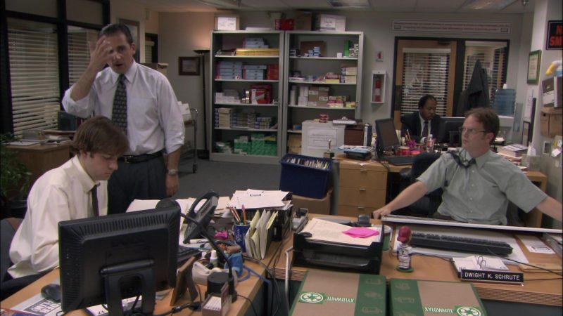 "Dell Computer Monitor Used by John Krasinski (Jim Halpert) in The Office - Season 1, Episode 5, ""Basketball"" (2005) - TV Show Product Placement"