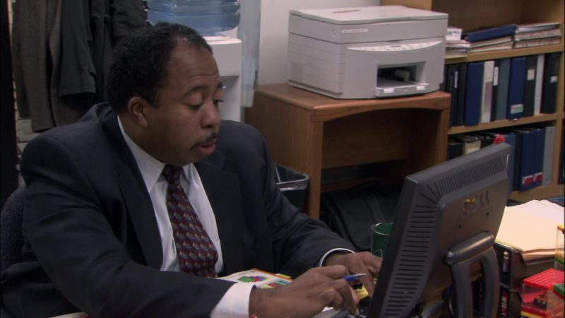 "Dell Computer Monitor Used by Leslie David Baker (Stanley Hudson)  in The Office - Season 1, Episode 5, ""Basketball"" (2005) TV Show Product Placement"