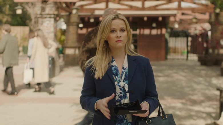 Dolce & Gabbana Wallet Held by Reese Witherspoon in Big Little Lies - Season 2, Episode 3, The End of the World (2019) TV Show Product Placement