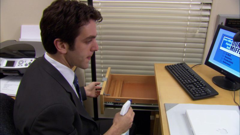 """Gateway Computer Monitor Used by B. J. Novak (Ryan Howard) in The Office – Season 2, Episode 13, """"The Secret"""" (2006) - TV Show Product Placement"""