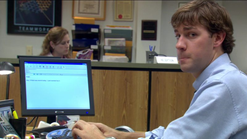 """Gateway Computer Monitor Used by John Krasinski (Jim Halpert) in The Office – Season 2, Episode 6, """"The Fight"""" (2005) - TV Show Product Placement"""