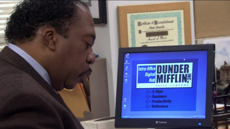 "Gateway Monitor Used by Leslie David Baker (Stanley Hudson) in The Office – Season 2, Episode 17, ""Dwight's Speech"" (2006) TV Show Product Placement"