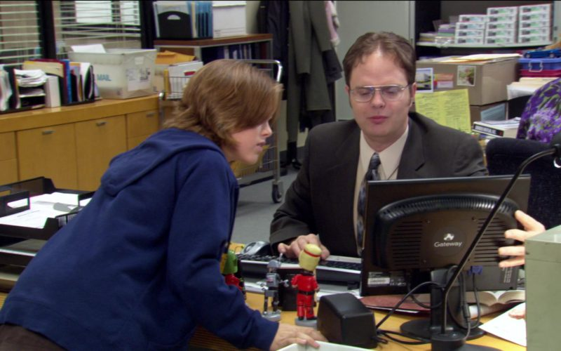 Gateway Monitor Used by Rainn Wilson (Dwight Schrute) in The Office – Season 2, Episode 18 (2)
