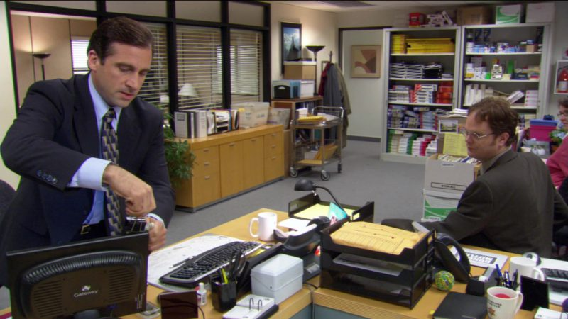 "Gateway Monitor Used by Steve Carell (Michael Scott) in The Office – Season 2, Episode 14, ""The Carpet"" (2006) - TV Show Product Placement"