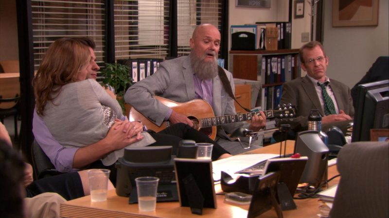 """Gibson Guitar Used by Creed Bratton in The Office – Season 9, Episodes 24-25, """"Finale"""" (2013) - TV Show Product Placement"""