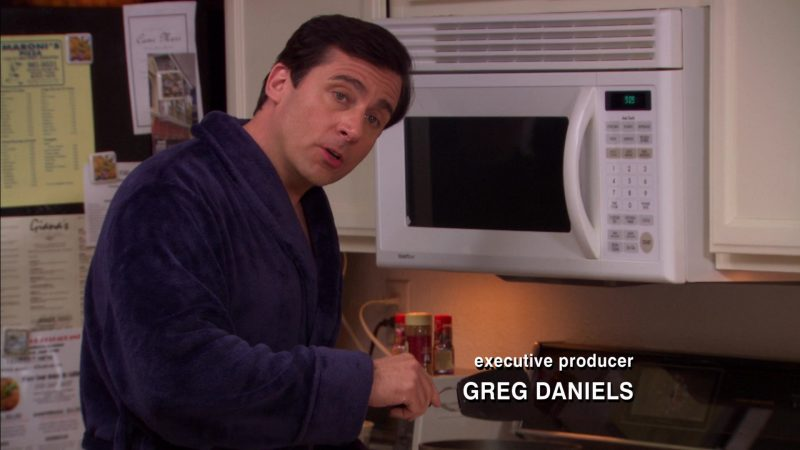 """Goldstar Microwave Oven Used by Steve Carell (Michael Scott) in The Office – Season 5, Episode 22, """"Dream Team"""" (2009) - TV Show Product Placement"""