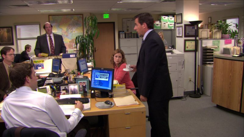"""HP Computer Monitor Used by John Krasinski (Jim Halpert) in The Office – Season 5, Episode 27, """"Cafe Disco"""" (2009) TV Show Product Placement"""