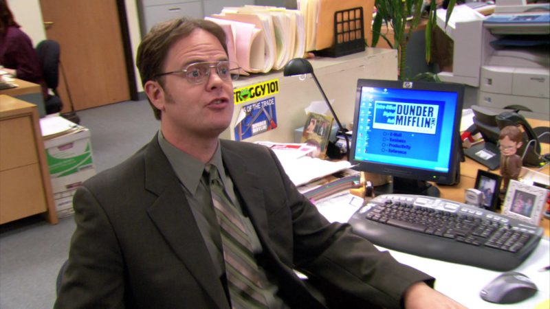 "HP Computer Monitor Used by Rainn Wilson (Dwight Schrute) in The Office – Season 3, Episode 22, ""Women's Appreciation"" (2007) - TV Show Product Placement"