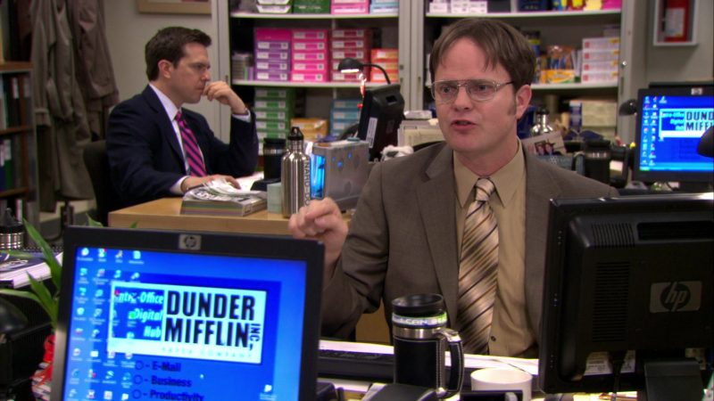 """HP Computer Monitor Used by Rainn Wilson (Dwight Schrute) in The Office – Season 6, Episode 24, """"The Cover-Up"""" (2010) - TV Show Product Placement"""
