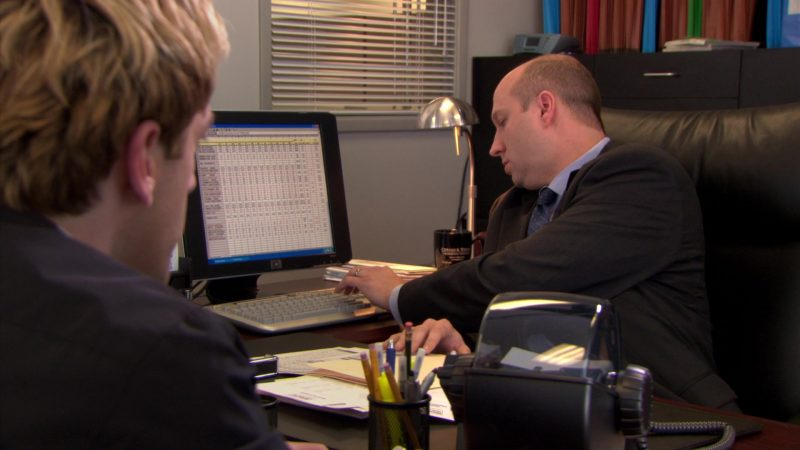 """HP Computer Monitor in The Office – Season 5, Episode 25, """"Broke"""" (2009) - TV Show Product Placement"""