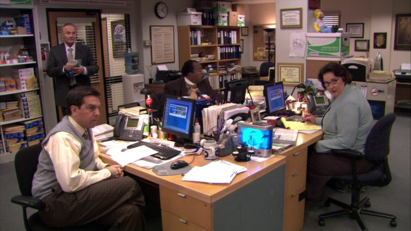 """HP Computer Monitors in The Office – Season 5, Episode 19, """"Golden Ticket"""" (2009) TV Show Product Placement"""