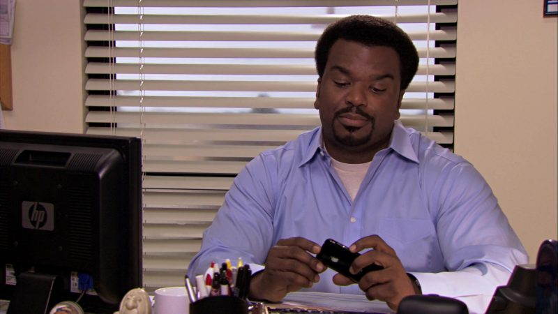 """HP Monitor & Apple iPhone Smartphone Used by Craig Robinson (Darryl Philbin) in The Office – Season 7, Episode 10, """"China"""" (2010) - TV Show Product Placement"""