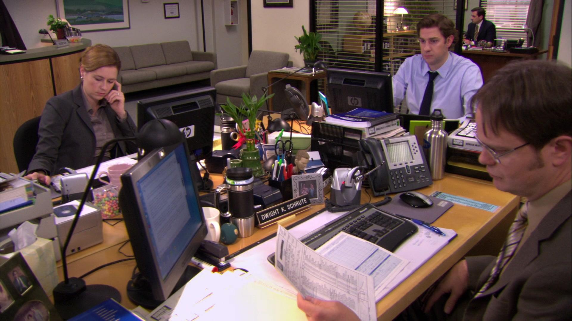 HP Monitor & Cisco Phone Used by Rainn Wilson (Dwight