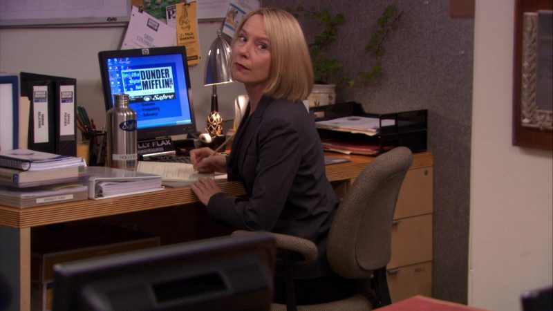 "HP Monitor Used by Amy Ryan (Holly Flax) in The Office – Season 7, Episode 18, ""Todd Packer"" (2011) - TV Show Product Placement"