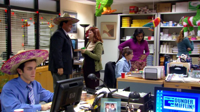 """HP Monitor Used by B. J. Novak (Ryan Howard) in The Office – Season 3, Episode 14, """"The Return"""" (2007) TV Show Product Placement"""