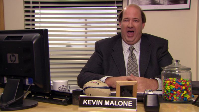 """HP Monitor Used by Brian Baumgartner (Kevin Malone) in The Office – Season 6, Episode 6, """"Mafia"""" (2009) - TV Show Product Placement"""
